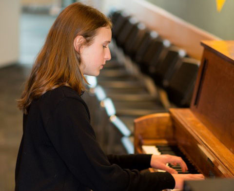 Emma Hoglund wins VSO Future of Excellence Concerto Competition!