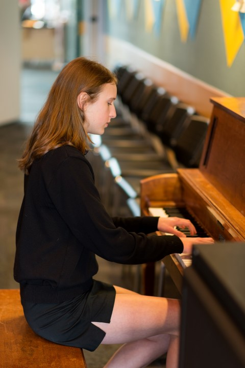 Emma Hoglund wins VSO Future of Excellence Concerto Competition.